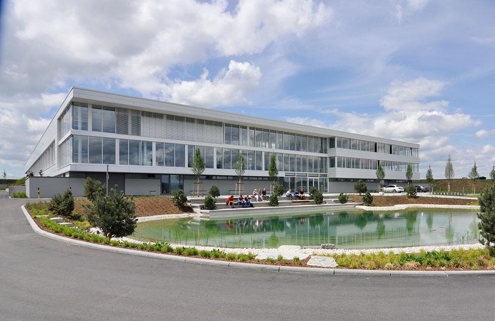 Industriebau München - Müller Präzision Vorplatz - Architekturbüro Spengler